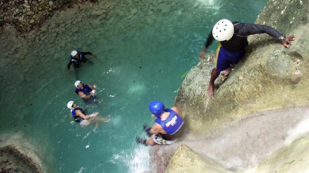 Action & Fun while Canyoning at the 27 charcos