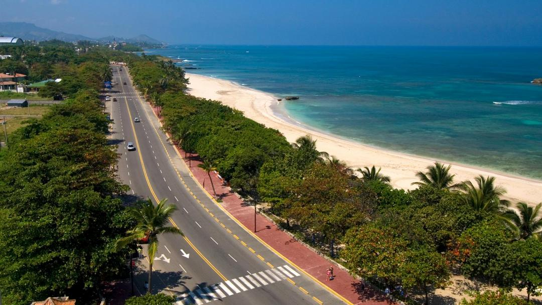 Because it is a medium-sized island you can reach all major destinations within the Dominican Republic in 2 to 3 hours driving time.