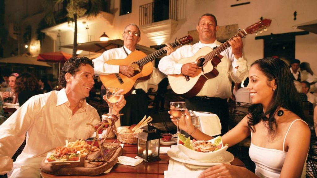 A dinner with musicians at Plaza Espana, Santo Domingo