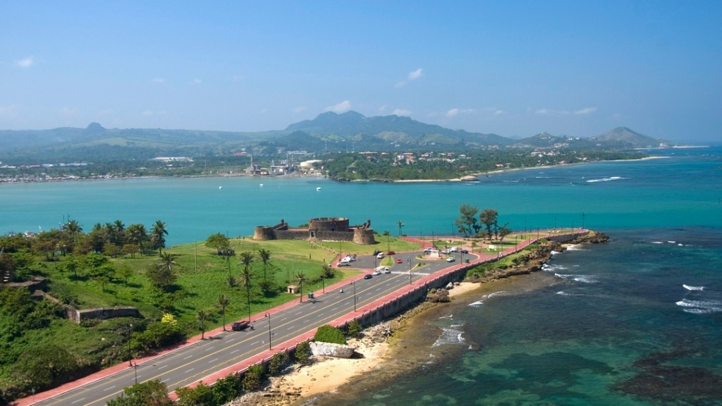 Looking along the Malecon to Fort San Felipe, Puerto Plata.