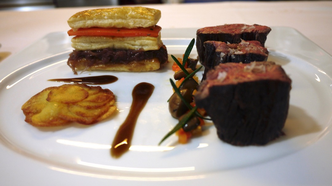 Beef fillet sous vide in red wine sauce, puff pastry with chalottes and carrots, Pommes Anna