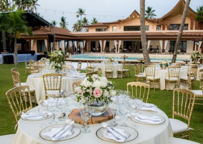 Destination wedding in a luxury villa