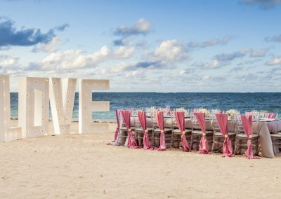 Wedding dinner on the beach of the all-inclusive hotel BeLive Collection in Punta Cana