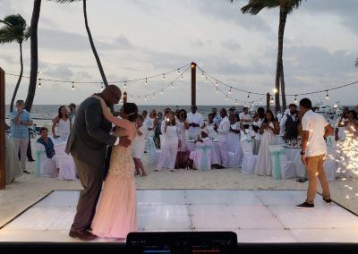 Beachfront wedding reception at the all-inclusive hotel BeLive Collection in Punta Cana
