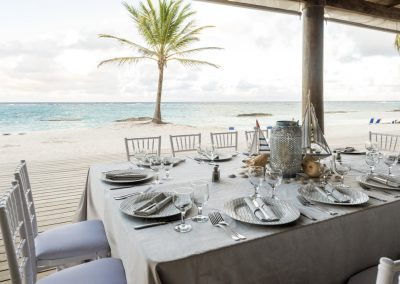 Beachfront wedding reception at the all-inclusive hotel Ocean Blue & Sand in Punta Cana, Dominican Republic