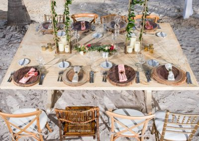 Beautiful table decoration for a beachfront wedding reception at the adults only all-inclusive hotel Secrets Cap Cana in Punta Cana, Dominican Republic