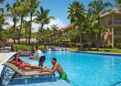 Pool service at the all inclusive hotel Dreams Punta Cana in the Dominican Republic