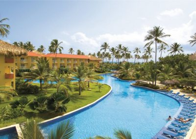 Pool of the all inclusive hotel Dreams Punta Cana in the Dominican Republic