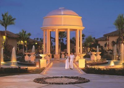 Wedding couple in front of the romantic gazebo at the all-inclusive hotel Dreams Punta Cana in the Dominican Republic