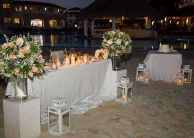 Beautiful wedding dinner reception set-up and cake table at the all-inclusive hotel Dreams Dominicus La Romana in Bayahibe