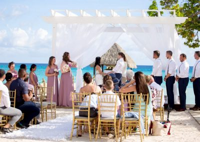 Destination wedding ceremony with a stunning backdrop at the all-inclusive hotel Dreams Dominicus La Romana in Bayahibe