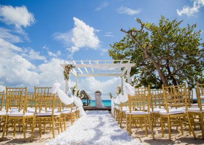 Beautiful ocean view wedding at the all-inclusive hotel Dreams Dominicus La Romana in Bayahibe